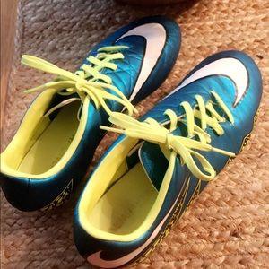 Women's size 8 Nike Hypervenom Soccer cleats